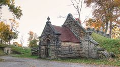Mansfield Cemetery - Old Mausoleums by Flickr Goot, via Flickr