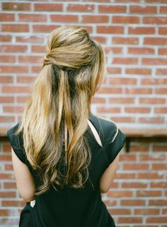 Half-opgestoken haar- Elle Nederland Trendfrisuren Joe, akkurater Mittelscheitel oder This particular language Cut Pass Cool Easy Hairstyles, Date Hairstyles, Half Updo Hairstyles, My Hairstyle, Wedding Hairstyles For Long Hair, Vintage Hairstyles, Hairstyle Ideas, Gorgeous Hairstyles, Brigitte Bardot