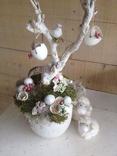 Pin by Ankica on Bouquets Easter Flower Arrangements, Easter Flowers, Diy Easter Decorations, Decoration Table, Easter Projects, Easter Crafts, Birdhouse Craft, Easter Wreaths, Diy Wreath