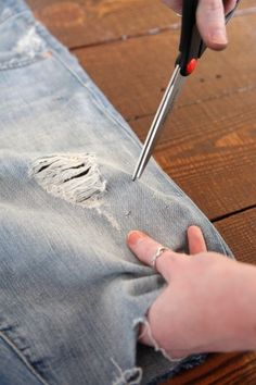 If you want a new pair of jean cut-offs this summer, check out our easy DIYs to making your own denim shorts. Check out 3 DIY cut offs for summer! Diy Shorts, Ripped Shorts, Diy Jeans, Cut Up Jeans, Jean Crafts, Cycling Outfit, Cycling Clothes, Cute Cuts, Learn To Sew