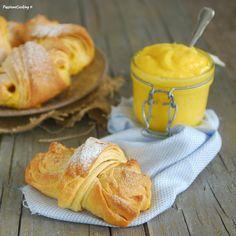 Cornetti brioche con lievito madre, ripieni di lemon curd http://blog.giallozafferano.it/passionecooking/cornetti-sfogliati-lievito-madre-lemon-curd/