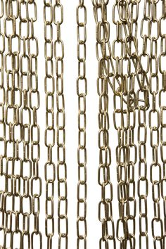 € 3,95 p/m - Zilverkleurig lamp ketting, fijne schakel. De ketting is open te maken met een tang en zo dus ook weer dicht te maken. De ketting kan gebruikt worden voor het ophangen voor lampen, maar kan ook gebruikt worden als decoratiemateriaal in winkels om artikelen on display aan te hangen of in de keuken voor keuken gereedschap.