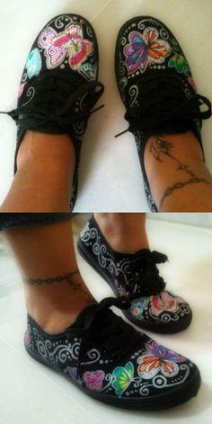 zapatillas negras y mariposas pintadas a mano... perfectas!