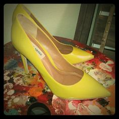 Yellow/Green Steve Madden pumps *NEW* Never worn.Bought to wear w/dress ...went with some other heels.Super comfy w/nice color pop...Brand new...sorry no box, bag Steve Madden Shoes Heels