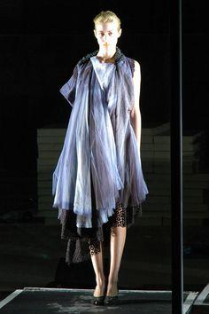 Shelley Fox negative collection. En el 2006, se inspiró en la mezcla de patrones de varias revistas viejas como Burda