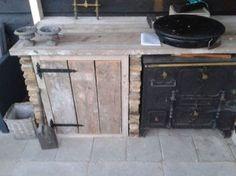 Buitenkeuken met oude stenen gemetseld.