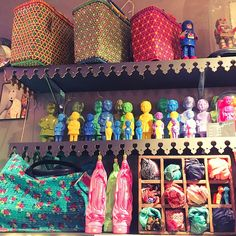 Clonette dolls on display at Etat d'Ame, la boutique kitsch et culte de Montpellier, France. #montpellier #montpellierdeco #kitschkitchen Visual merchandising, shop interior.