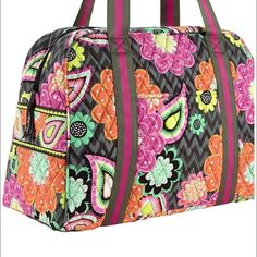 """Super CUTE VERA BRADLEY Sport Duffel Ziggy Zinnia VERA BRADLEY Sport Duffel/Sport Bag   Great for a gym, diaper bag, carryon, or whenever you need a fashionable bag for your belongings. New With Tag 100% Authentic  -Top Zip Opening Interior -Three Mesh Slip Pockets Interior -Coordinated Print Material Lining Exterior -Slip Pocket on one side -Great for Phone or Keys Exterior -Slip Through Compartment -Great for Yoga Mat Measurements -Approximately: W: 17 1/4""""x H: 12""""x D: 7"""" Strap Drop: 10…"""