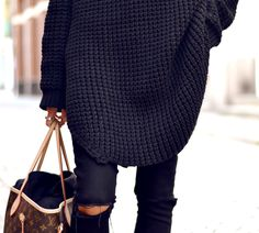 Oversized black knit sweater and black ripped jeans & Louis Vuitton bag--sometimes I just love the LV print Looks Chic, Looks Style, Style Me, Casual Outfits, Cute Outfits, Vogue, Black Ripped Jeans, Skinny Jeans, Inspiration Mode