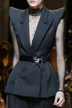 Thierry Mugler at Paris Fashion Week Fall 2017 - Details Runway Photos Fashion 2017, Paris Fashion, Runway Fashion, Fashion Outfits, Womens Fashion, Fashion Trends, Style Couture, Couture Fashion, Matches Fashion