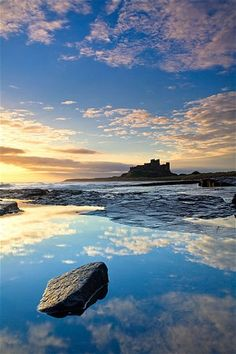 Bamburgh Castle in North Northumberland - one of the most beautiful parts of the UK. Gonna agree- Northumberland Coast is amazing Beautiful Sky, Beautiful World, Beautiful Places, Palaces, Vincent Van Gogh, Great Britain, Places To See, Scenery, Around The Worlds