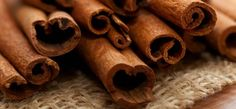 DIY – 5 Easy Steps To Instantly Plump Up Your Lips With Cinnamon