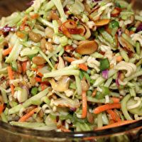 Oriental Ramen Broccoli Cole Slaw by Anneingredients 2 (3 ounce) packages beef-flavor ramen noodles 2 (8 1/2 ounce) packages broccoli coleslaw mix 1 cup toasted slivered almonds 1 cup sunflower seeds 1/2 bunch green onions, chopped 1/2 cup sugar 3/4 cup oil 1/3 cup white vinegar