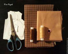 Como coser un abrigo para muñeca DIY DIY Aprende paso a paso como coser un abrigo para muñecas. DIY tutorial grafico para confeccionar un abriguito para muñeca, ya sea de tela, amigurumi o cualquier otro estilo. Fuente:https://www.livemaster.ru/ DIY Pantalones vaqueros para muñecosMuñeca de tela Geisha MaekoDIY Cazadora vaquera para muñeca con patrónMuñeca de …