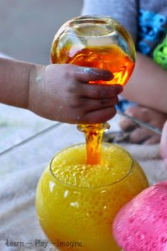 Color theory eruptions with baking soda and vinegar - now that's fun science! kid scienc