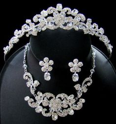 Sparkling tiara and Jewelry set for your quinceanera!