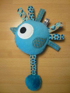 "Jouet d'éveil oiseau bleu marron ""pouêt pouêt"""