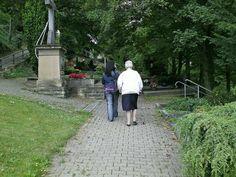 """Südfriedhof Magdeburg: """"Nordafrikanischer Phänotypus"""" versucht Sexübergriff auf 76-Jährige Sidewalk, Magdeburg, African, Sidewalks, Pavement, Walkways"""