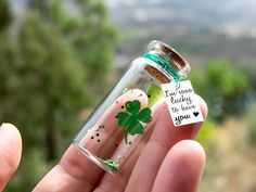Legendary Good gift, good luck Good luck with exams New job Klee Kl . Legendary Good gift, good luck Good luck with exams New job clover Small message in a bottle of min Bottle Jewelry, Bottle Charms, Bottle Necklace, Diy Gifts, Best Gifts, Good Luck Gifts, Neuer Job, Lucky To Have You, Message In A Bottle