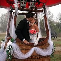 Get married in a hot air balloon?!?! Yes please. Talk about stress free!!!!! Amazed right now