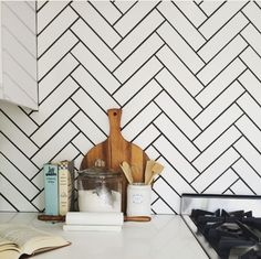 White subways in herringbone pattern and black grout White Tiles Black Grout, Black And White Backsplash, Herringbone Subway Tile, White Tile Backsplash, Chevron Tile, Herringbone Pattern, Grey Grout, Subway Tiles, Black Kitchens