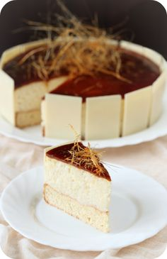 Caramel Mousse Cake now I just need a translation Mousse Dessert, Mousse Cake, Sweet Recipes, Cake Recipes, Dessert Recipes, Cupcakes, Cupcake Cakes, Cupcake Ideas, No Bake Desserts