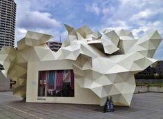 TOKYO : Musée Art Contemporain L'Art du bon MOT  Un problème de distance. Si l'art contemporain pâtit de la réputation d'être difficile d'accès, le musée qui lui est dédié...