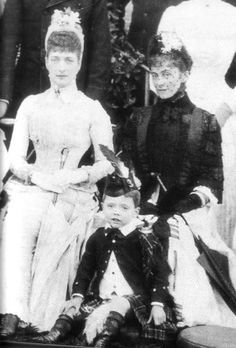 Picture of Queen Alexandra and Sophie duchesse d'Alençon, Empress Sissi's sister who died tragically.