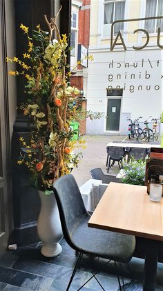 Decoratietakken en kunstbloemen, is een ideale combinatie om een mooi en onderhoudvriendelijk decoratie te maken. en bovendien waar u lang plezier van hebt! www.decoratietakken.nl Letter Board