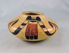 Lovely golden Hopi pottery jar from the first quarter of the 20th century, Nampeyo family in style and design.