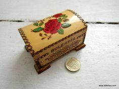 Vtg little WOODEN BOX Bulgaria Scorched Handpainted red rose wood casket jewellery vintage box pyxis wooden pix vintage F03/376