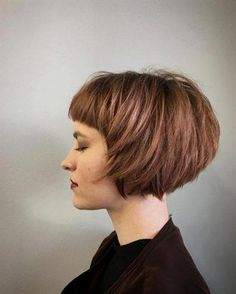 """It can not be repeated enough, bob is one of the most versatile looks ever. We wear with style the French """"bob"""", a classic that gives your appearance a little je-ne-sais-quoi. Here is """"bob"""" Despite its unpretentious… Continue Reading → Bob Haircut With Bangs, Choppy Bob Hairstyles, Short Bob Haircuts, Hairstyles With Bangs, Hairstyle Ideas, Bangs Hairstyle, Simple Hairstyles, Choppy Bob With Bangs, Choppy Pixie Cut"""