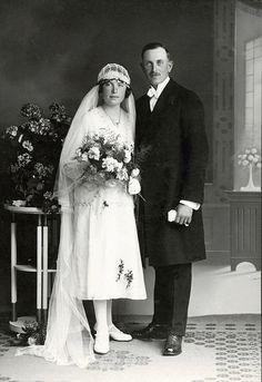 +~+~ Antique Photograph ~+~+  Portrait of a bride & groom - Austria/Hungary c.1915.