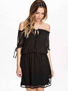 http://nelly.com/pl/odziez-dla-kobiet/odziez/sukienki/rutcircle-540/doga-dress-542174-14/