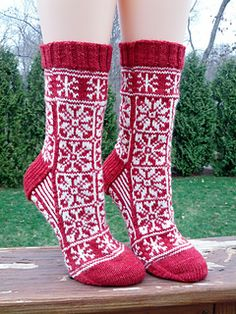 Ravelry: Do You Want To Build A Snowman? pattern by KnittyMelissa knit socks stranded colorwork Fair Isle Knitting, Knitting Socks, Hand Knitting, Knitting Patterns, Knit Socks, Crochet Socks, Knitting Designs, Yarn Projects, Knitting Projects