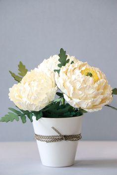 paper flower centerpiece http://blog.naver.com/101kaikei/220034019095