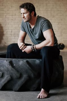 Gerard Butler. So, I was thinking, that God must have made him in His free time. If perfection has a physical form, it would be him. Haha. In my perfect world, God made all men using Gerard Butler and Tom Hardy as templates. Amen to that.