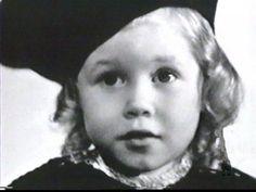 [BORN] Elizabeth Montgomery / Born: Elizabeth Victoria Montgomery, April 15, 1933 in Hollywood, California, USA / Died: May 18, 1995 (age 62) in Los Angeles, California, USA