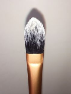 Pink Chocolate Mocha - Real Techniques Core Collection Brush Kit Review - Pointed Foundation Brush