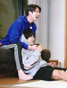 Sehun & Chanyeol - Travel the World with EXO's Ladder season 2 Chanbaek, Kaisoo, Exo Ot12, Park Chanyeol Exo, Baekhyun Chanyeol, Kpop Exo, Exo Couple, Exo Lockscreen, Z Cam