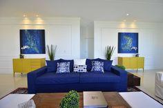 Fotos de Salas de estar Eclético: Casa de Praia Azul Marinho