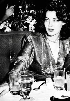 Dedicated to two of Hollywood's love goddesses, Rita Hayworth and Ava Gardner. Old Hollywood Stars, Hollywood Icons, Old Hollywood Glamour, Golden Age Of Hollywood, Vintage Hollywood, Hollywood Actresses, Classic Hollywood, Hollywood Divas, Look Vintage