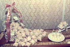 Bem casados enrolados em TNT estampado Mini casamento: Anne Caroline & Bruno | Blog do Casamento - O blog da noiva criativa! | Casamentos Reais