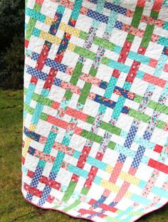 I love these holiday weeks when Wednesday feels like a Tuesday and we are that much closer to the weekend! I've had the itch to remake this quilt for a while now, so the release of Dixie (which comes