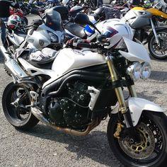 Triumph Speed Triple  (> 2005) 515 NJ - Spirito di aggregazione, libertà e divertimento. La mia moto mi fa dimenticare ogni preoccupazione e mi fa sentire parte di un grande gruppo...