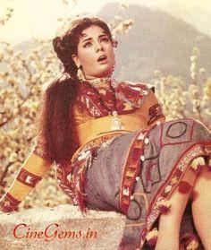 Photo Indian Film Actress, Indian Actresses, Dara Singh, Beautiful Heroine, Vintage Bollywood, Bollywood Actress Hot Photos, Action Film, Rare Pictures, Indian Movies