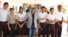 Omar Alfanno y su fundación entregan becas a jóvenes | A Son De Salsa