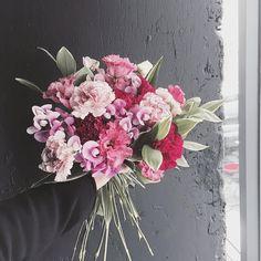 요즘 부쩍 문의가 늘어서 카톡 아이디를 공개해 두었습니다 ^^ supiafl 이쪽으로 문의를 하시면 됩니다~~ [ 곧 어버이날 카네이션 예약이 시작됩니당] . . . #flower #flowergram #florist #thebburi #instaflower #handtied #flowerlesson #flowerclass #daily #花 #플라워아카데미 #플라워샵 #플라워 #플라워레슨 #원데이클래스 #꽃 #꽃스타그램 #플로리스트 #꽃놀이 #뿌리 #플라워카페 #꽃다발 #핸드타이드 #아버이날