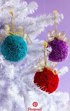 Vivacious And Effervescent Pom Pom Christmas Decor « Sayo Diy Christmas Ornaments, Homemade Christmas, Christmas Projects, Holiday Crafts, Christmas Pom Pom Crafts, Spring Crafts, Christmas Wreaths, Diy Tassel Garland, Tassels
