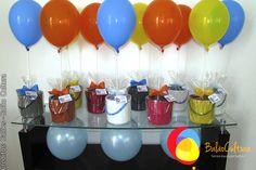 Lembrancinhas com balões, assim como os balões azul.  Créditos: Balões e fotos: Balão Cultura  Gostou? Contate-nos: www.balaocultura.com.br Telefones: 11 50816916 ou 39049892  #arranjodemesa #decoraçãodeovelhinha #decoraçãodeovelha #decoraçãodeovelhanobalao #balaodecoracao #qualatex #decoraçãodiferente #decoraçãocriativa #encontraideias #mamaefesteira #balaocultura